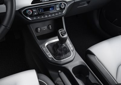 The 3-step controls of the heating and ventilation system of the new Hyundai i30 front seats.